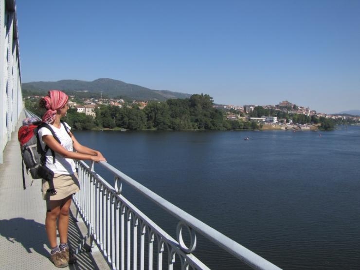 NUBES VIAJERAS. puente internacional de tui
